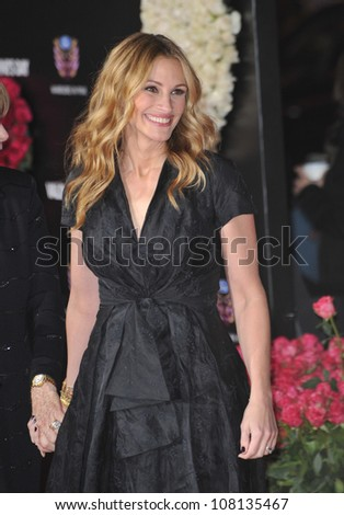 """LOS ANGELES, CA - FEBRUARY 8, 2010: Julia Roberts at the world premiere of her new movie """"Valentine's Day"""" at Grauman's Chinese Theatre, Hollywood. - stock photo"""
