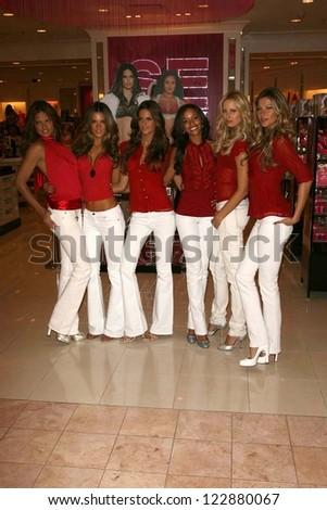 LOS ANGELES - NOVEMBER 15: Adriana Lima, Alessandra Ambrosio, Izabel Goulart, Selita Ebanks, Karolina Kurkova, Gisele Bundchen at Victoria's Secret Store November 15, 2006 in Los Angeles. - stock photo