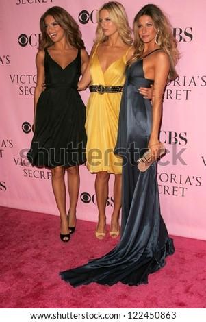 LOS ANGELES - NOVEMBER 16: Adriana Lima with Karolina Kurkova and Gisele Bundchen  arriving at The Victoria's Secret Fashion Show at Kodak Theatre on November 16, 2006 in Hollywood, CA. - stock photo