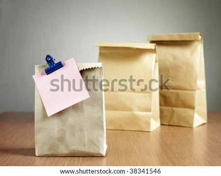 Lunch bag with note - stock photo