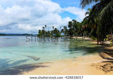 "Main view of the southern beach at ""Pelicano"" Island, close to Yandup Island lodge, kuna indians territory, San Blas, Panama. - stock photo"