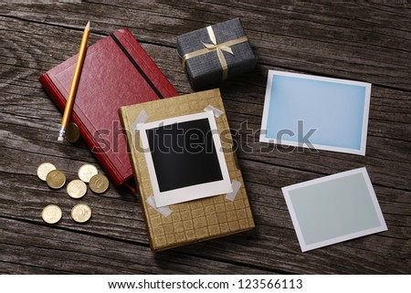 Memory and attention symbols on wooden background - stock photo