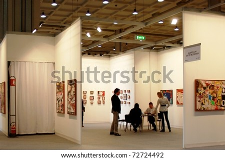 MILAN - MARCH 27: People visit sculpture, painting and arts galleries during MiArt ArtNow, international exhibition of modern and contemporary art March 27, 2010 in Milan, Italy. - stock photo