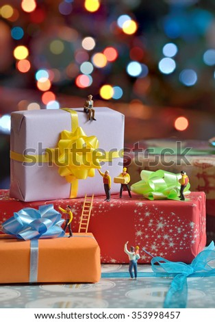 Miniature courier figurines packaging gift boxes - stock photo