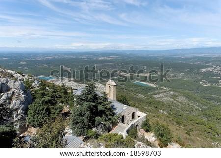 Montagne Sainte Victoire in der N���¤he von Aix-en-Provence - stock photo