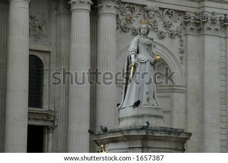 Monument of queen Victoria in London, UK in summertime - stock photo
