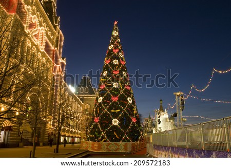 MOSCOW - DECEMBER 27, 2013: Christmas tree near building of GUM (State Universal Shop) on Red square. - stock photo