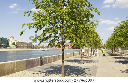 MOSCOW - MAY 32, 2014: citizens and quests of Moscow rest in Museon park. - stock photo
