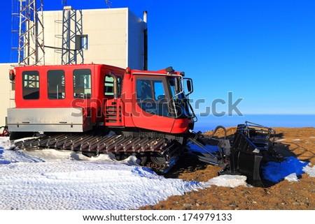 snow grooming machine