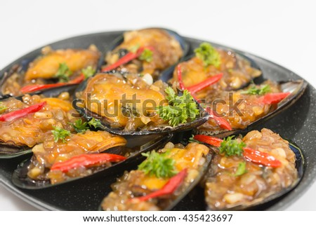 Mussel in the bowl with oyster sauce - stock photo
