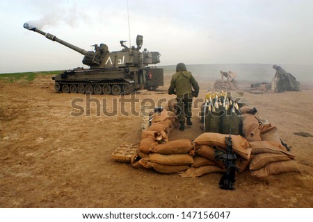 NACHAL OZ , ISR - DEC 30:Israeli artillery crops on Dec 30 2005.The corps is amongst the most advanceded components of the IDF, using advanced technology to improve its precision and effectiveness - stock photo