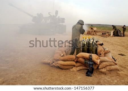NACHAL OZ , ISR - DEC 30:Israeli artillery M109 howitzer on Dec 30 2005.It's the most common Western indirect-fire support weapon of maneuver brigades of armored and mechanized infantry divisions. - stock photo