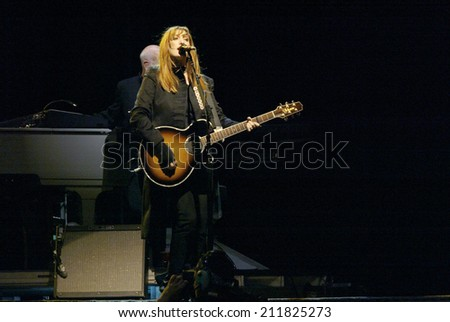 NEW YORK - OCTOBER 4:  Musician Patti Scialfa, of the E -Street Band, performs in the last show for the 2002-03 World Tour at Shea Stadium October 4, 2003 in Flushing, New York. - stock photo