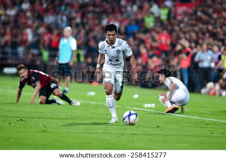 NONTHABURI THAI-FEB 21:Prakit Deeprom(W) of Buriram Utd.in action during Thai Premier League 2015 between SCG Muangthong UTD. and Buriram UTD.at SCG Stadium on February 21,2015 in,Thailand - stock photo