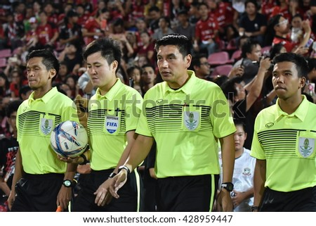 NONTHABURI-THAILAND MAY11:Unidentified referee in action during  Thai Premier League 2016 Muangthong Utd and Suphanburi FC. at SCG Stadium on May 11,2016 in Nonthaburi,Thailand - stock photo