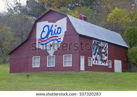 OCTOBER 2004 - Bicentennial barn in rural southern Ohio - stock photo