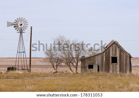 Old abandoned homestead in the grasslands of northeastern Texas - stock photo