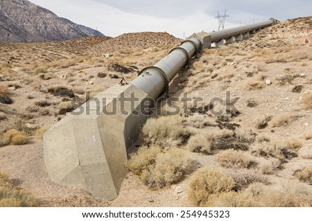 Owens River Gorge penstock pipe leading to the middle gorge hydro electric power plant - stock photo