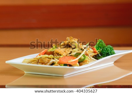 Pad kee mao, drunken noodle thai dish with beef and mixed vegetable - stock photo