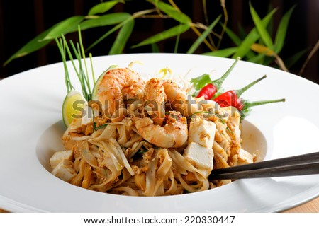 Pad Thai Goong Sod, thin rice noodles fried with tofu, vegetable, egg ...