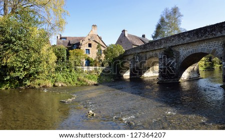 """Panoramic photo of the river Sarthe and old bridge of village Saint-C�©neri-le-G�©rei, classified """"The Most Beautiful Villages of France"""", department of the Orne, region Basse Normandie in France - stock photo"""
