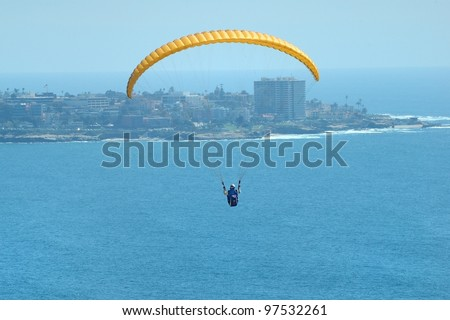 Para-gliding over the ocean in San Diego, California - stock photo
