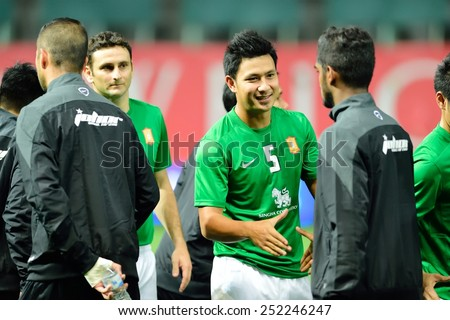 PATHUMTHANI,THAILAND-FEB2015:Players of BangkokGlassFC(TH)(G) and JohorDarulTakzim(My) Shake hands before during game AFC Champions League 2015 : at LeoStadium on February 10, 2015 in Thailand - stock photo