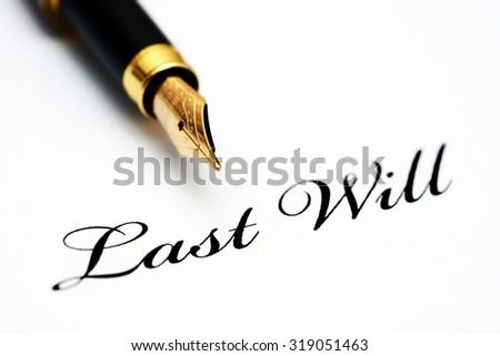 Pen on last will - stock photo