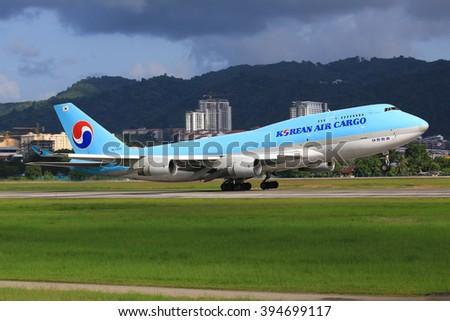 Penang/Malaysia Februar 9, 2015: Boeing 747 from Korean Air landing at PenangAirport - stock photo