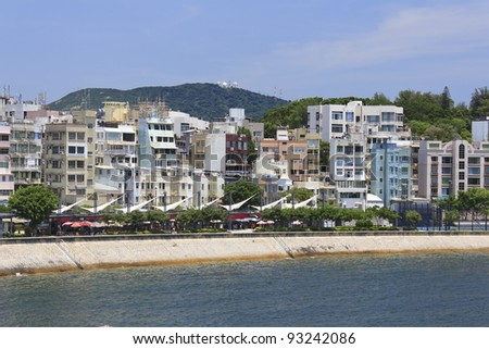 Photo of Stanley Promenade lined with restaurants and cafes, residential buildings, and mountains in the background - stock photo