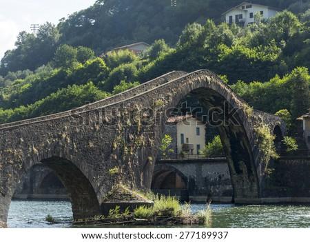 """Ponte della Maddalena, aldo wnown as """"Ponte del DIavolo (Evil's Bridge), near Borgo a Mozzano (Lucca, Tuscany, Italy), over the Serchio river, at summer - stock photo"""
