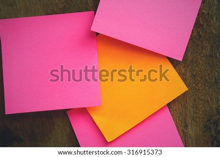 Post it note on wooden background - stock photo