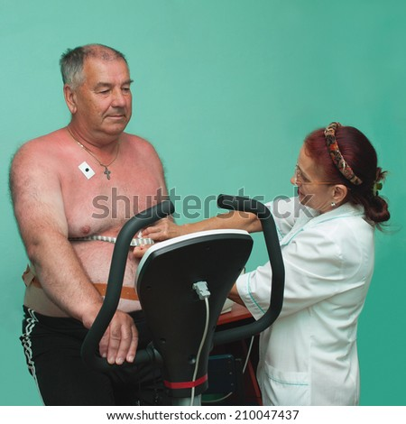 Preparation of the patient to health worker veloerhometry research - stock photo
