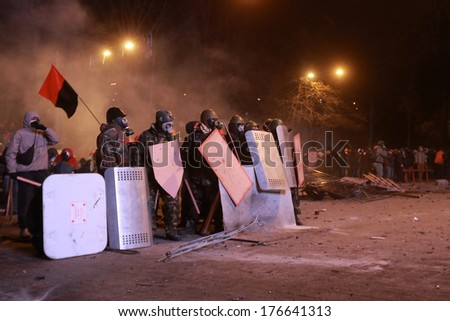 Protesters in anticipation of an attack police.  Kyiv, Ukraine, January 19, 2014 - stock photo