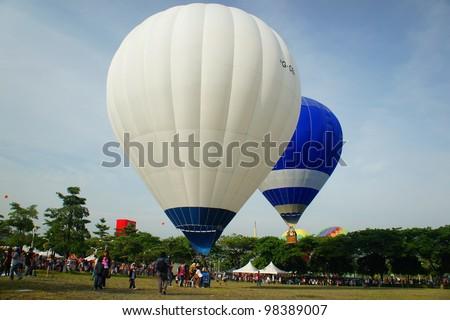 PUTRAJAYA,MALAYSIA-MAR 16:Tethered hot air balloon rides for visitor at the 4th Putrajaya International Hot Air Balloon Fiesta Mar 16, 2012 in Putrajaya.More than 300,000 people visit this event. - stock photo