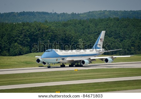 RALEIGH, NC, USA - SEPTEMBER 14: President Barack Obama leaves RDU airport on Air Force one on September 14, 2011 in Raleigh, NC, USA - stock photo