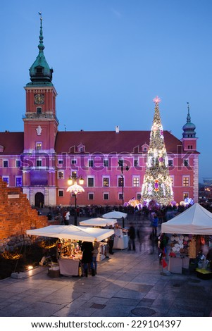 Royal Castle, Christmas Tree and souvenir stalls on Castle Square at dusk in the Old Town of Warsaw, Poland. - stock photo