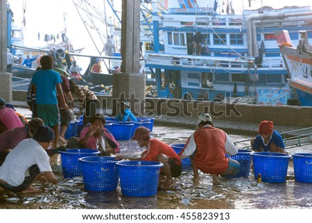 SAMUTSAKORN, THAILAND-SEPTEMBER 17, 2009: Talaythai seafood market, Trading center of fish and seafood products processing integrated in the country on September 17, 2009 in Samutsakorn, Thailand. - stock photo