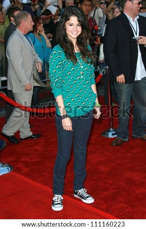 """Selena Gomez at the world premiere of """"The Game Plan"""". El Capitan Theater, Hollywood, CA. 09-23-07 - stock photo"""