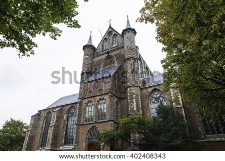 Side view of St Peter Church (Pieterskerk, ca. 1315), a late gothic church in Leiden, best known today as the church of the Pilgrim Fathers where John Robinson was buried. - stock photo