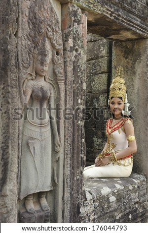 SIEM REAP,CAMBODIA- NOV 25, 2011: unidentified women Khmer classical dancer (Apsara) in traditional costume at Angkor Wat November 25,2011, Siem Reap, Cambodia.  - stock photo