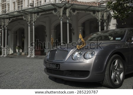 SINGAPORE 6TH FEBRUARY 2007 - Expensive cars in front of Raffles Hotel, Singapore - stock photo