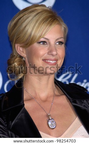 Singer FAITH HILL at the 29th Annual People's Choice Awards in Pasadena. 12JAN2003.   Paul Smith / Featureflash - stock photo