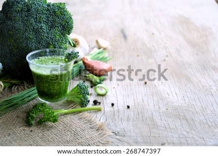 Smoothies broccoli - stock photo