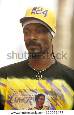 Snoop Dogg at the Ceremony Honoring Los Angeles Lakers Owner Jerry Buss with the 2,323rd star on the Hollywood Walk of Fame. Hollywood Boulevard, Hollywood, CA. 10-30-06 - stock photo