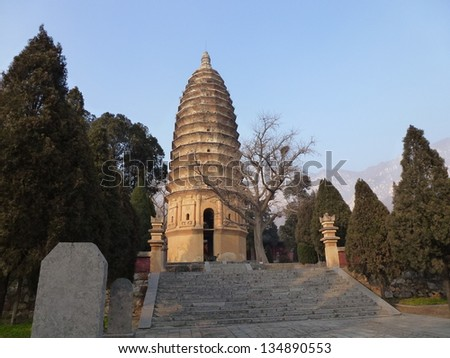 """Songyue Temple Pagoda, Dengfeng, Zhengzhou, Henan, China. Historic Monuments of Dengfeng in """"The Centre of Heaven and Earth"""" is UNESCO World Heritage Site since 2010. - stock photo"""