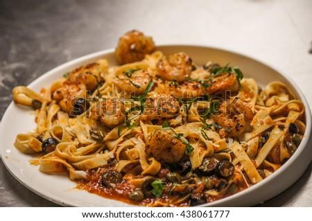 Spaghetti whit tomato sauce and shrimp - stock photo