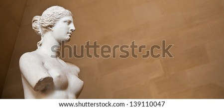 """Statue of the Greek goddess Aphrodite, discovered on the island of Melos (""""Milo"""", in modern Greek), Louvre Museum, Paris - stock photo"""