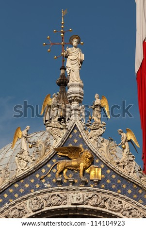 Statues St Mark and Angels crowning the central arch of the Basilica San Marco in Venice are additions from the early 15th century. - stock photo