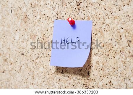 Sticky note on cork board - stock photo